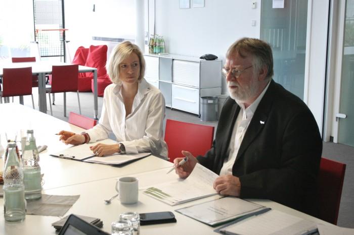 Sandra Stoll (Geschäftsführung U²) und Volker David (Auditor QZert)